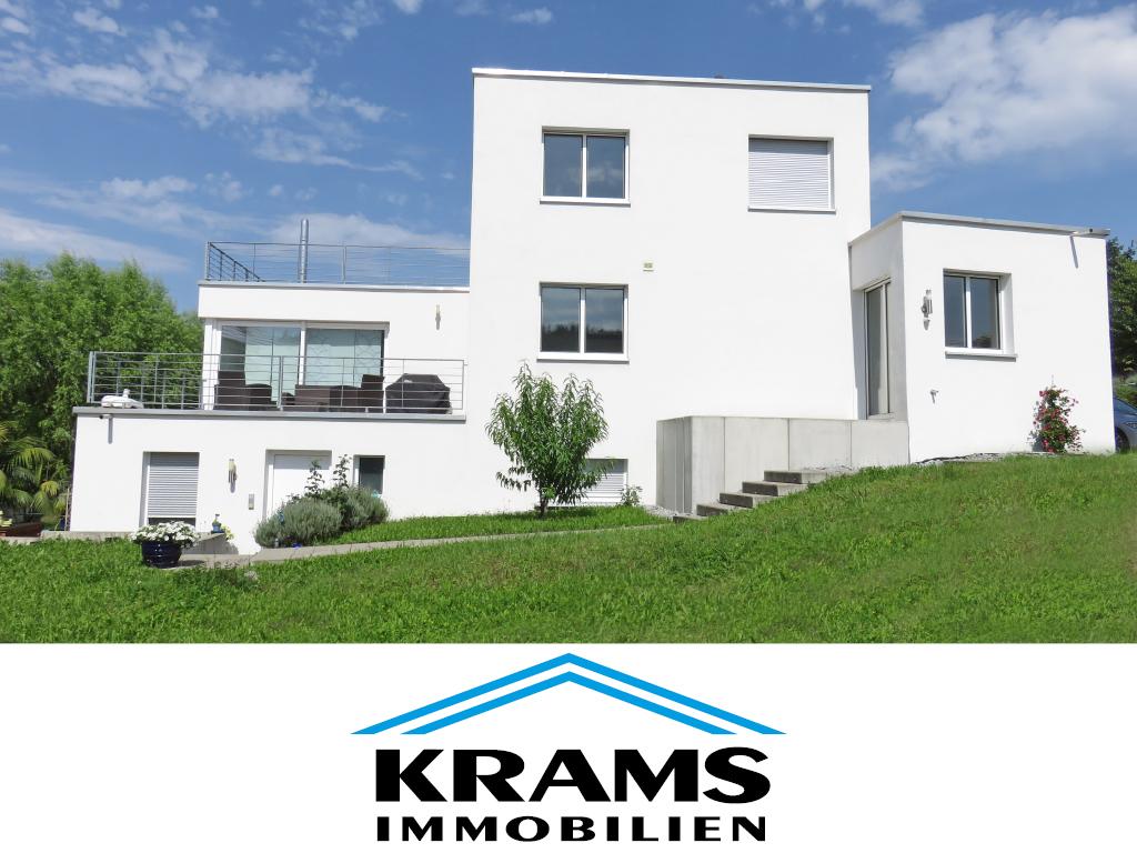 top modernes wohnhaus mit schwimmbad in begehrter lage me3747 aus metzingen. Black Bedroom Furniture Sets. Home Design Ideas