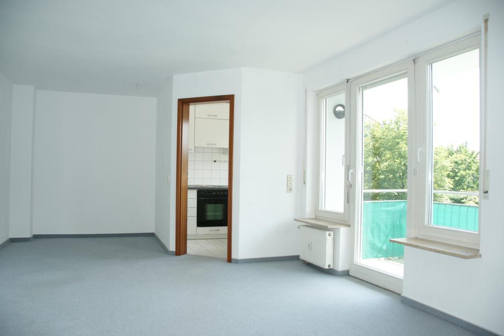 wohlf hlen in der reutlinger oststadt lichtdurchflutete 2 zimmer wohnung mit sonnigem balkon. Black Bedroom Furniture Sets. Home Design Ideas