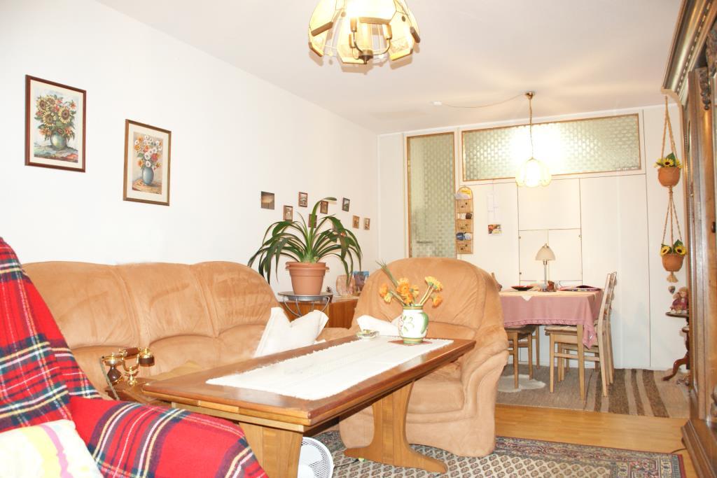 ideal f r kapitalanleger 2 zimmer hochhauswohnung in reutlingen voller brunnen 5018 aus. Black Bedroom Furniture Sets. Home Design Ideas