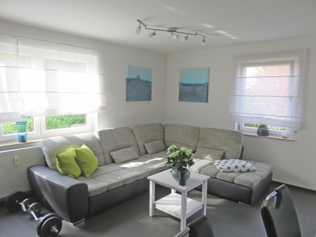 modernes wohnen mit terrasse und garten gro e 2 zimmer wohnung in metzingen me3755 aus. Black Bedroom Furniture Sets. Home Design Ideas
